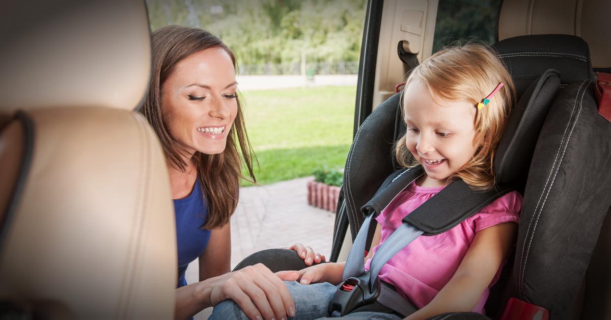 Transporte de crianças: o que é e não é permitido pelo Código da Estrada