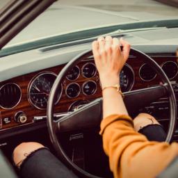 Poupe o seu Carro: 8 Erros na condução que causam avarias na sua viatura