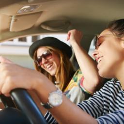 portugueses-preferem-saudar-agradecer-e-cantar-no-automovel