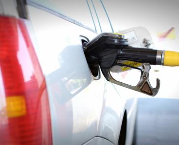 saiba-porque-e-que-os-carros-tem-os-depositos-de-combustivel-em-lados-diferentes
